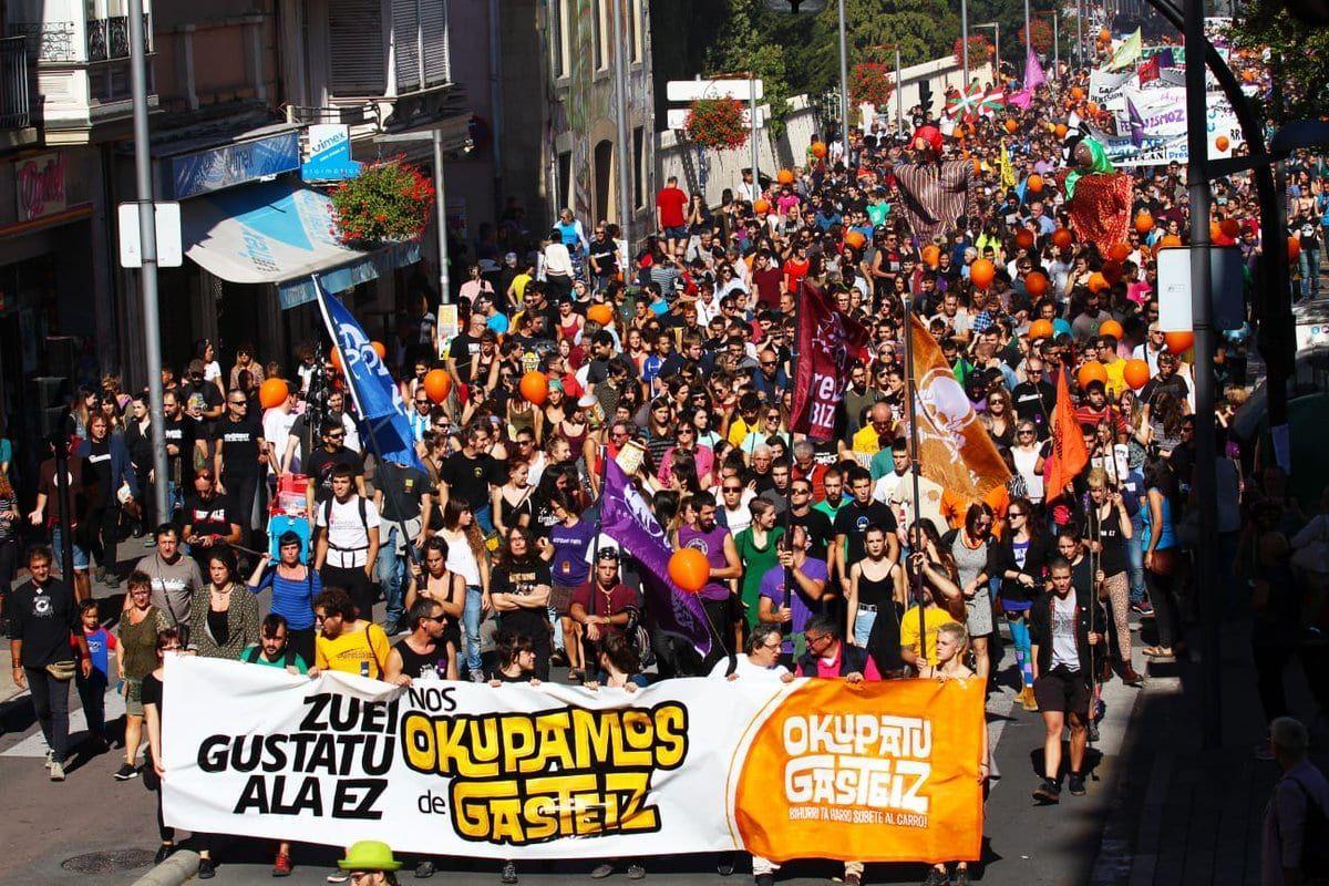 Momento de la manifestación convocada por 'OkupaTU Gasteiz'   Foto: OkupaTU Gasteiz