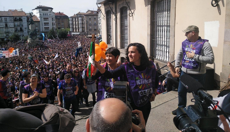 Momento de la llegada del testigo | Foto: GasteizBerri