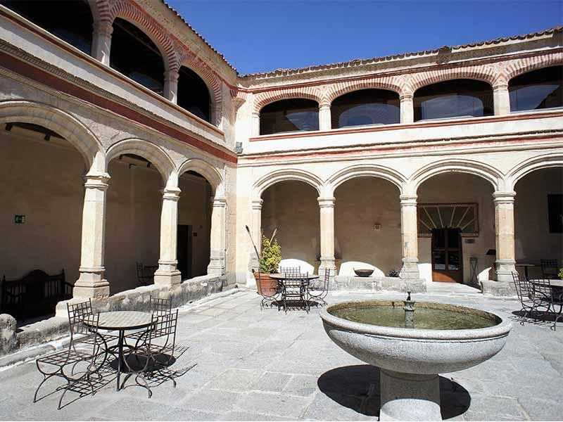 San Antonio El Real Segovia Claustro