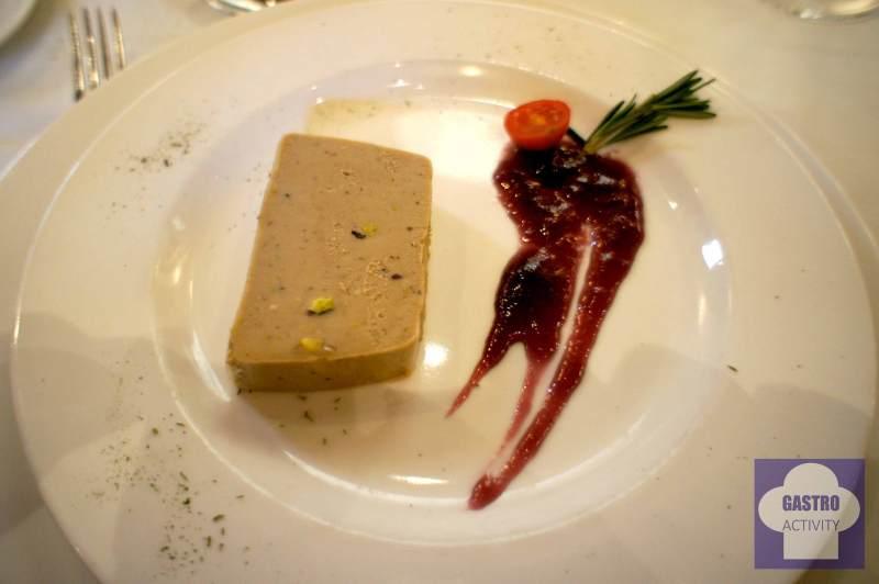 Pate con pistachos y mermelada de vino tinto