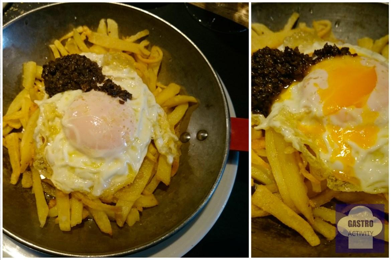 Sartén de huevos de corral con patatas y trufa negra