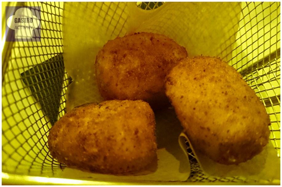 Croquetas de jamón en restaurante Desencaja Madrid