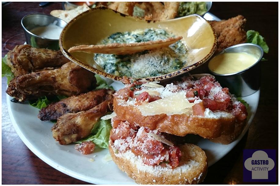 Jumbo Combo con pollo, espinacas a la crema y bruschetta de tomate con virutas de parmesano