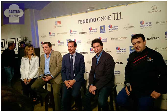 Representante de la Fundación Pequeños deseos, Manuel Martínez, Salvador Victoria, Pepe Rodriguez y Luis Martín