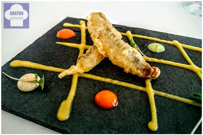 Bocarte en tempura sobre crema de verduras restaurante Quince Nudos Ribadesella Asturias