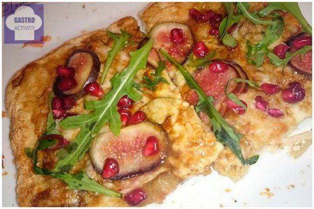 Pizza Fuas, con foie crudo, higo, granada y aceite de albahaca