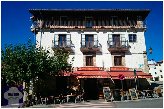 Fachada restaurante El Ruedo Candelario Salmanca