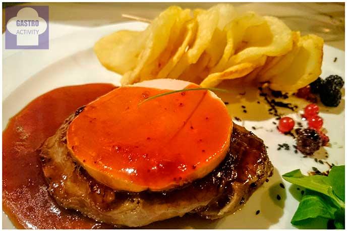 Solomillo de ternera con foie y salsa de cerezas restaurante El Ruedo Candelario Salamanca