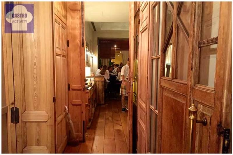 Acceso al restaurante La Contraseña Ponzano