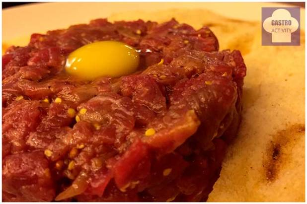 Steak Tartar con yema de codorniz