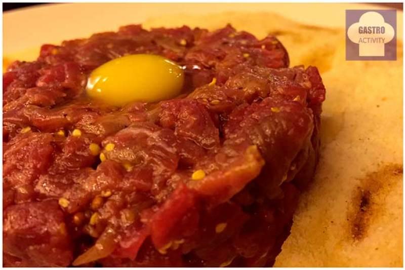 Steak Tartar con yema de codorniz La Contraseña Madrid Ponzano
