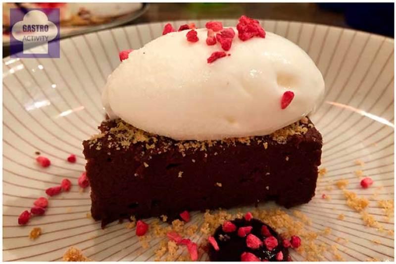Tarta de chocolate con helado La Tasqueria de Javi Estevez