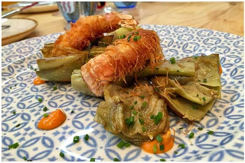 Alcachofas al carbon con cola de cigala crujiente y piri piri Atlantik Corner restaurante portugues