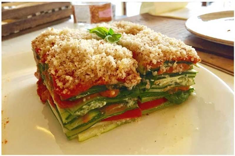 Lasagna de verduras Level Veggie Bistro restauante crudivegano