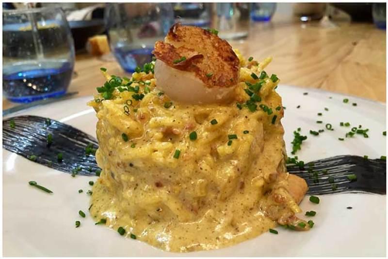 Vieira gratinada, sobre Bacalao a Bras Atlantik Corner restaurante portugues