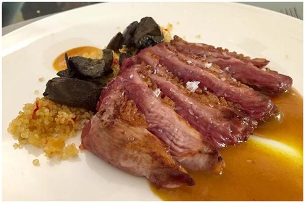 Magret de pato con salsa de cúrcuma, quinoa y setas Restaurante La Tena