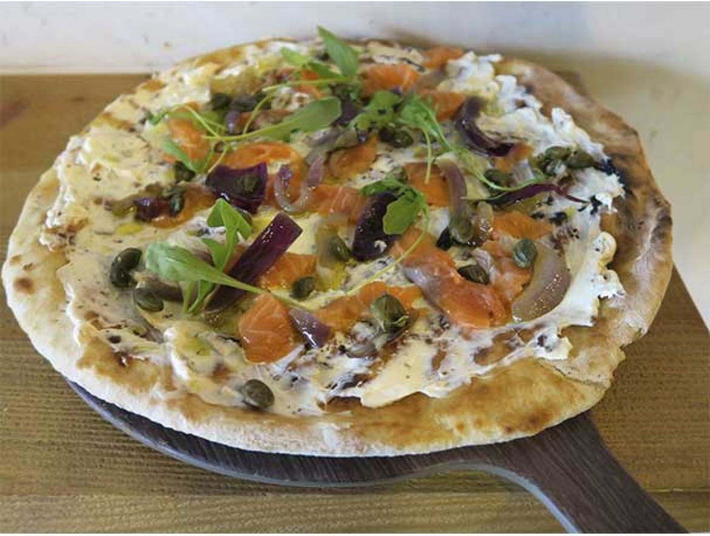 Pizza de Salmon Ahumado Brunch de MASSA PIZZA
