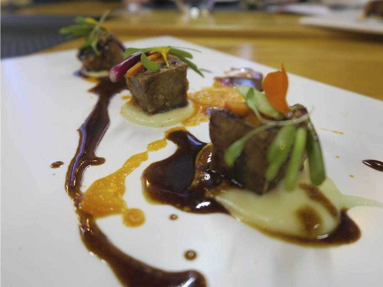 Restaurante Shalakabula Madrid Manitas de cerdo con salsa brava de curry rojo y verduras encurtidas