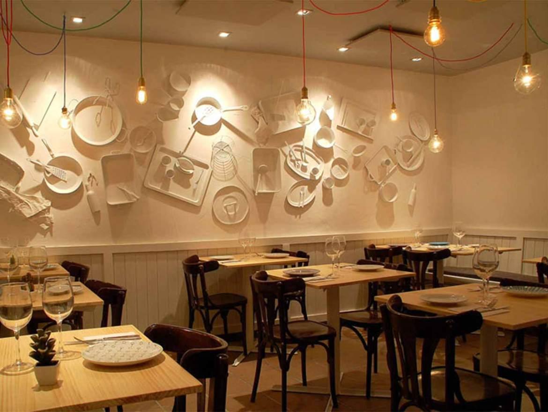 Comedor de restaurante Mi Kitxen Comer bien y a buen precio en Madrid