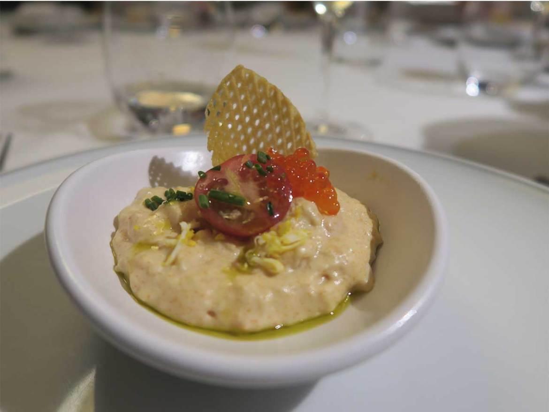 Restaurante Muñagorri Ensaladilla de txangurro con huevas de trucha