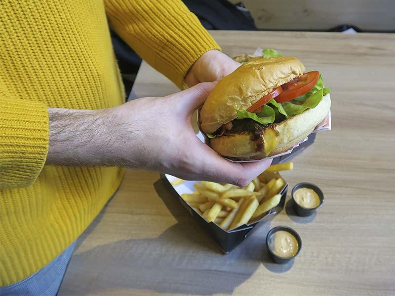 Burger Shack Madrid Cheeseburger y salsas