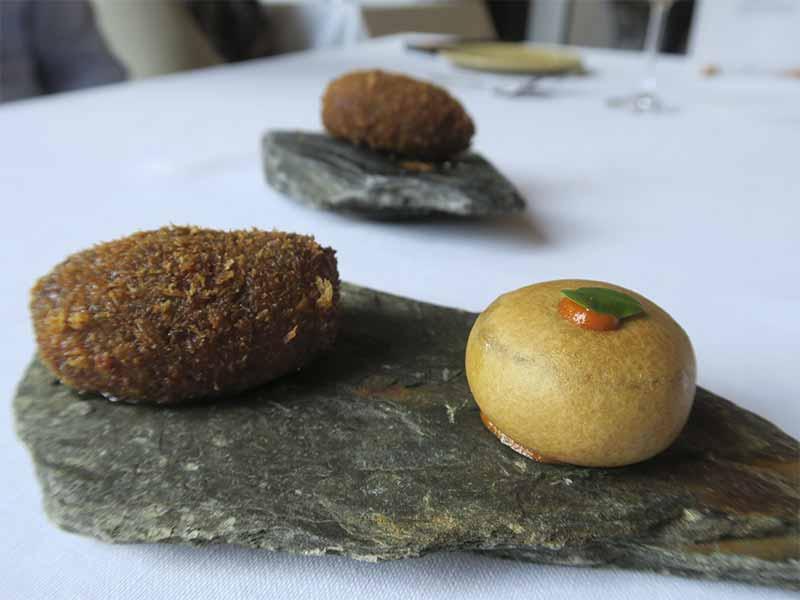Restaurante Casa Elena en Toledo Bunuelos de morteruelo y croquetas de morcilla