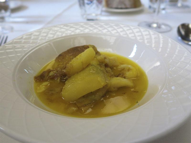 Menu de San Isidro del restaurante Paulino de Quevedo Patatas a la Importancia con Bacalao al azafran