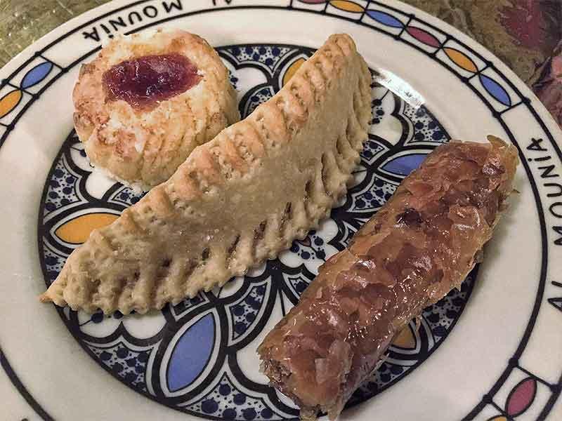 restaurante marroqui AL-MOUNIA Madrid Pasteles arabes Cuerno de Gacela Pastel de Coco y Baklaba
