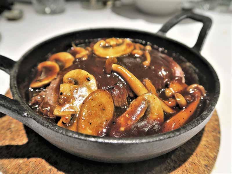 Restaurante The One Solomillo al wok de vaca rubia gallega con setas