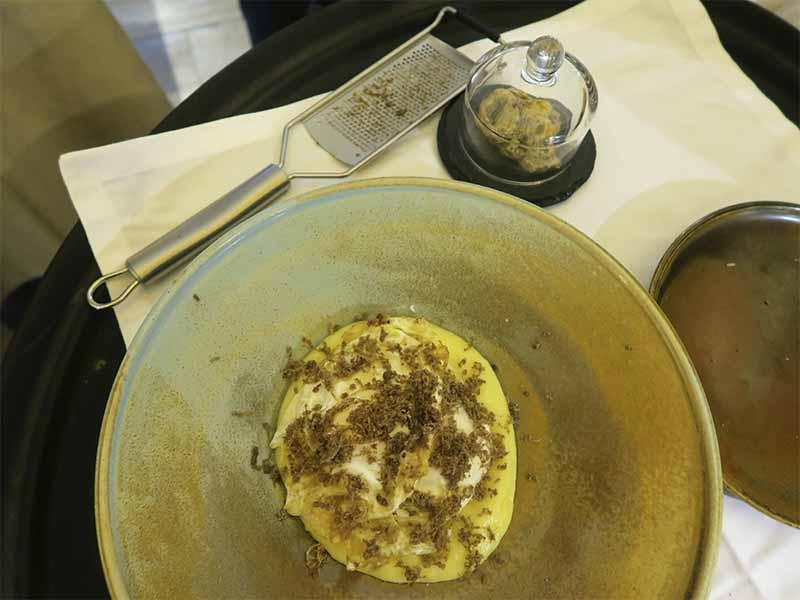Restaurante Salino Madrid Huevos trufados con trufa blanca