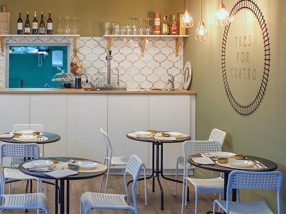 Restaurante Tres por Cuatro local