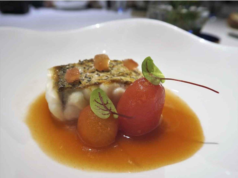 Alta Cocina Saludable restaurante Albora Merluza con sopa de tomate