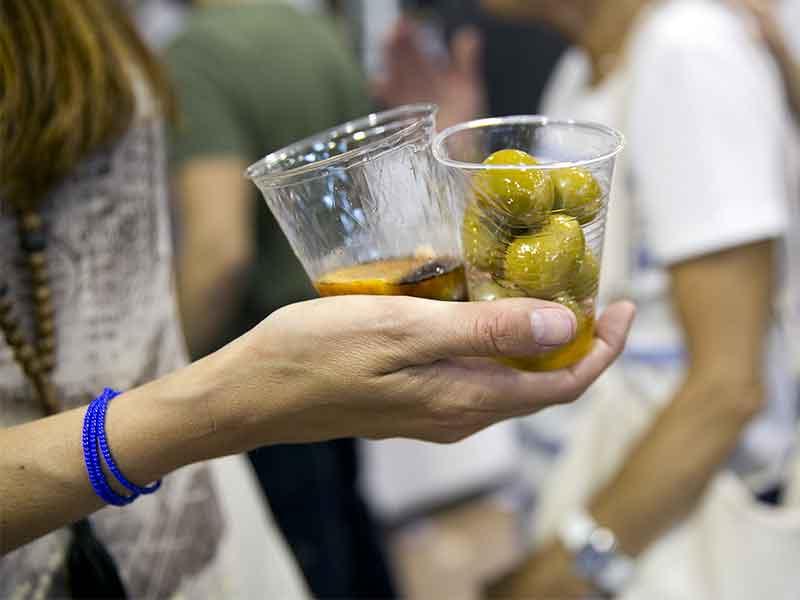 Madrid Vadevermut 2019 la Feria Internacional del Vermut y el Aperitivo vermut y aceitunas
