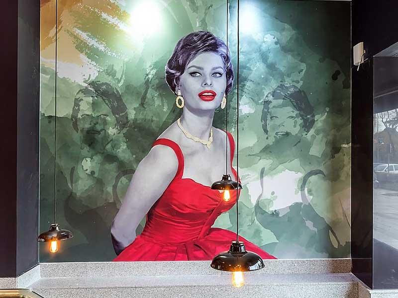 Piu di Prima restaurante italiano Mural Sofia Loren