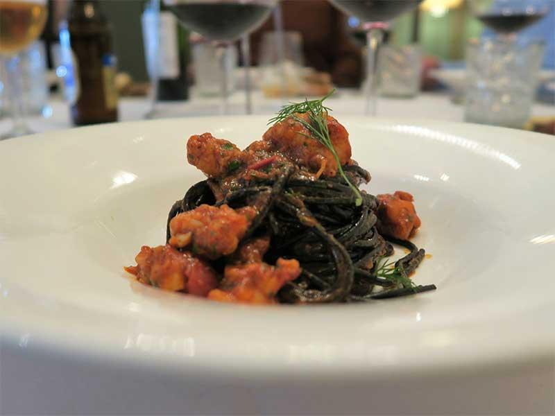 Piu di Prima restaurante italiano Spaguetti negro con langostinos