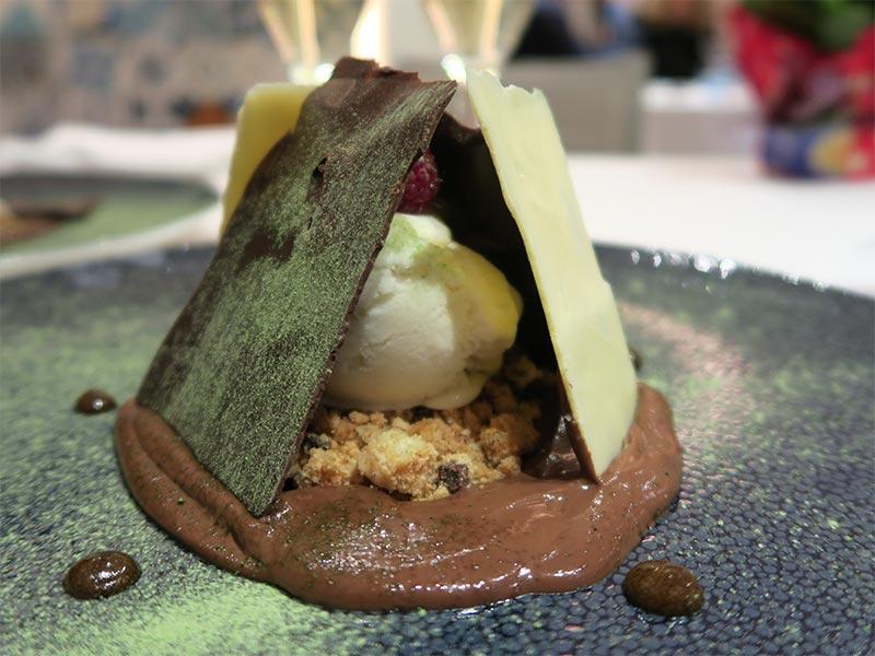 Restaurante Kalma Madrid Marriott Auditorium Hotel Chocolate negro regaliz y helado