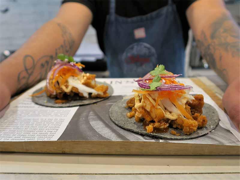 Taco de Calamar en tempura con Kimchi La Gastrosalvaje