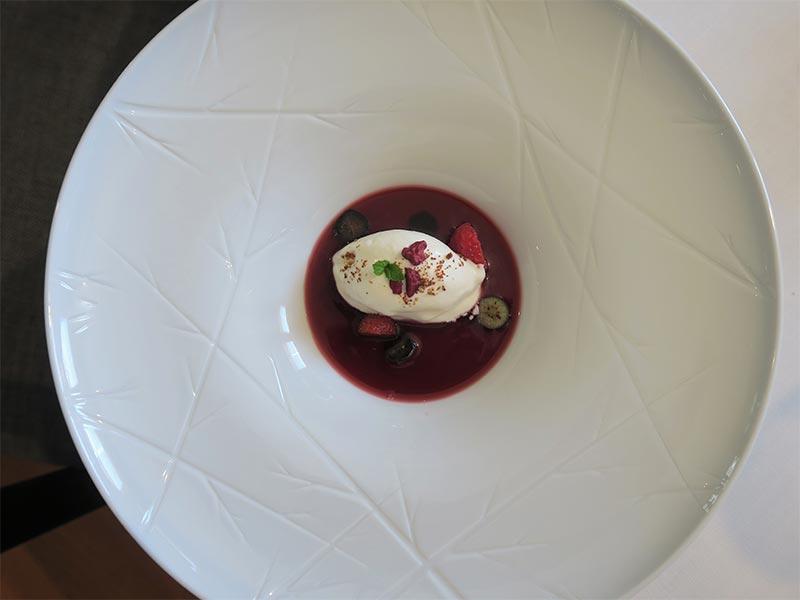 Yayo Daporta Infusión de frutos rojos con helado de queso fresco