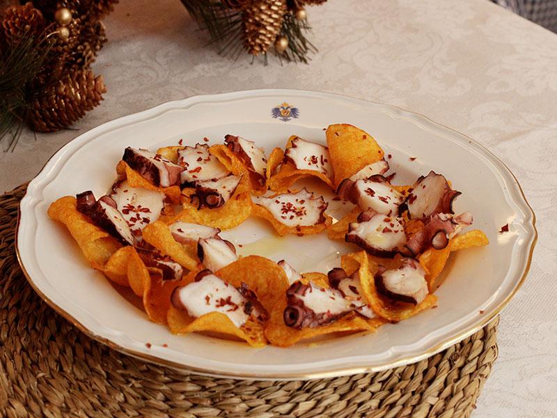 Cena de Nochebuena Pulpo de Pescados Julio, patatas fritas de San Nicasio y Escamas de pimenton de la Vera