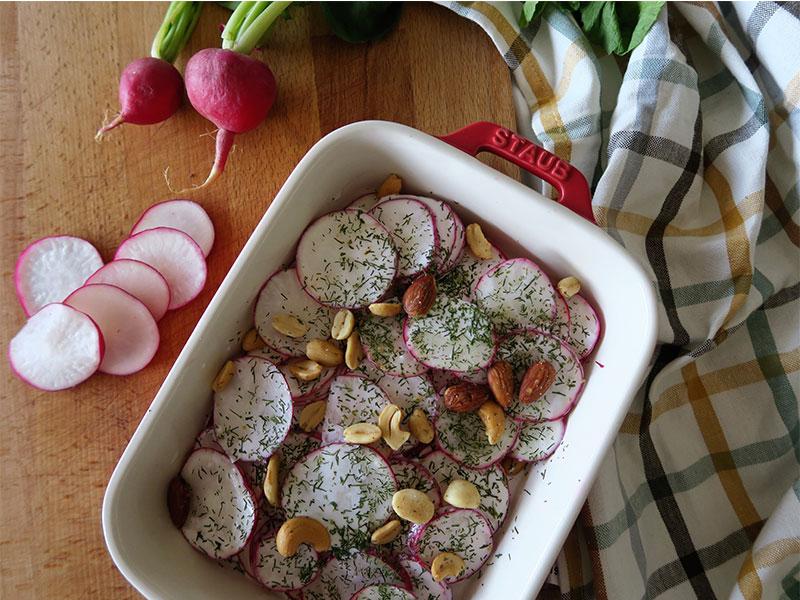 Ensalada de Rabanos y yogur con frutos secos