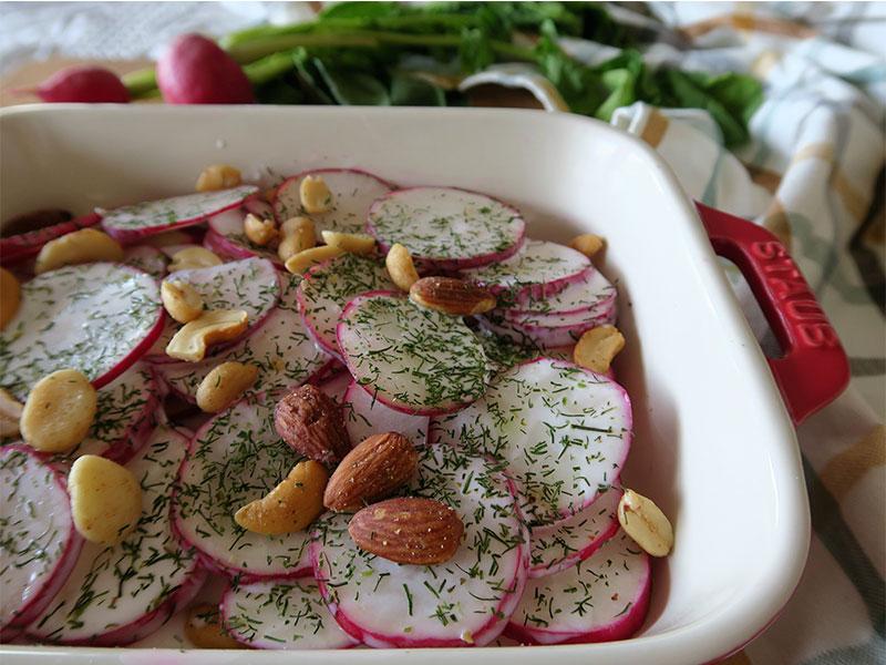 Ensalada de Rabanos y yogur y frutos secos