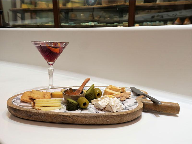 Quesos y cócteles Poncelet Cheese Bar