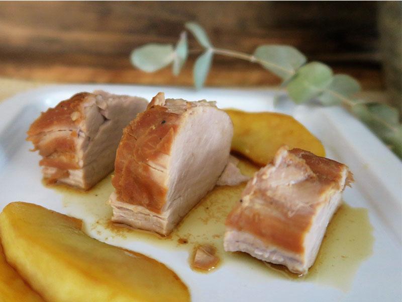 Solomillo de cerdo a baja temperatura y al vacio con manzana caramelizada