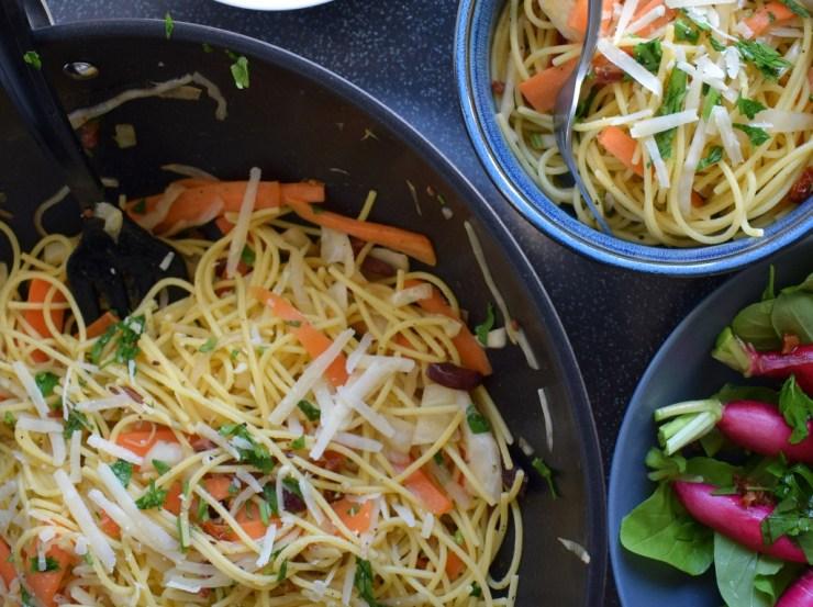 Spaghetti med balsamico hvidkål