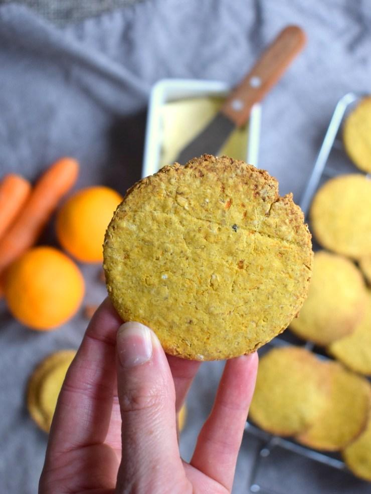 gulerodskiks, mellemmaaltid, gulerod, kiks, glutenfri, low fodmap, majsmel, gastroequation