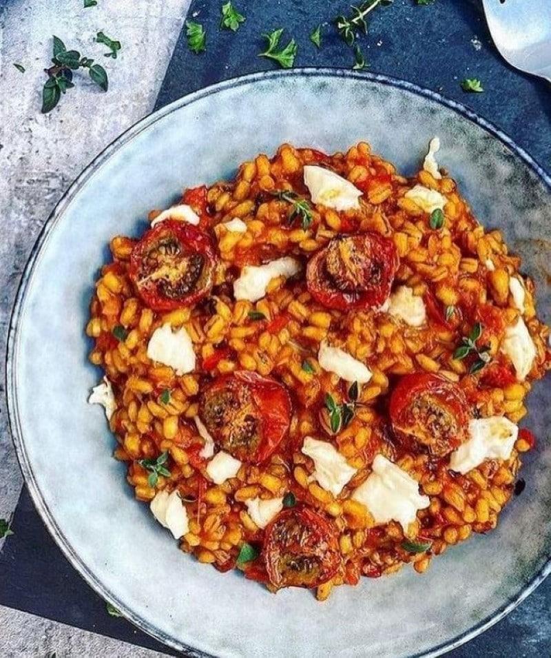 Speltrisotto med tomat og krydderurter
