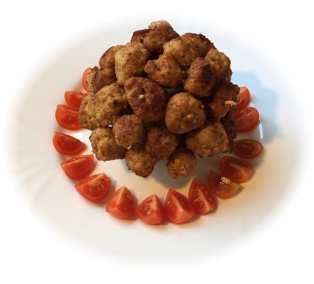 Húsgolyó-labda (Apple spiked meatballs)