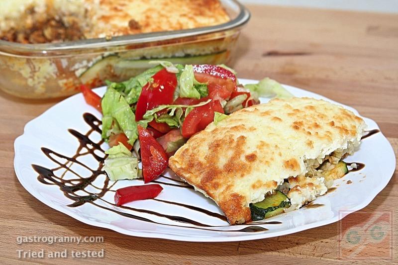 Rakott bulguros cukkini vegyes salátával