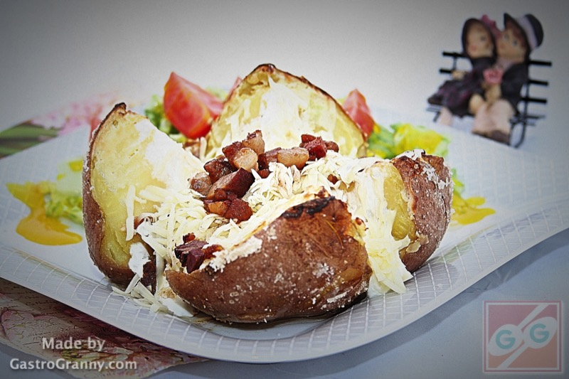 A tökéletes jacket potato sonkás-sajtos töltelékkel