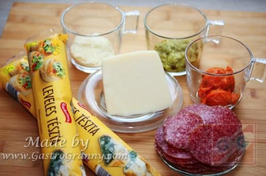 Hozzávalók-Duplapestos szalámis napraforgó pite